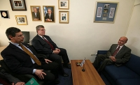 דרישה לפיטורי / התפטרות דני אילון סגן שר החוץ