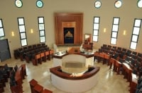 שומרים על אופיו של בית הכנסת במרום נווה עם הרב עמיחי שוקרון